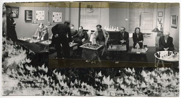 Torneo de ajedrez en la Julien Levy Gallery, 6 de enero de 1945. Collage de Dorothea Tanning a partir de tres fotografías de Julien Levy