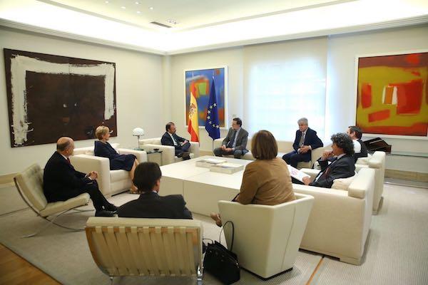 Videgaray y Rajoy con sus respectivos equipos en La Moncloa
