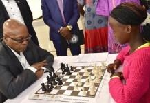 Jacob Zuma, perdió el martes 20 en una partida disputada en Mandeni, en un torneo de Navidad ante una niña de 13 años, Nokwanda Gcaba