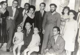 7.Con el colectivo de la Embajada de Cuba en Accra, Ghana, durante la visita que hizo a ese país.