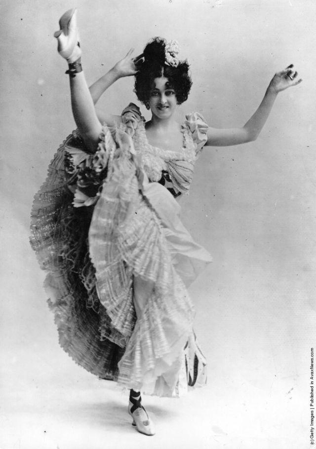 cabaret-dancers-1