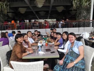 """Makan siang sebelum """"turun"""" ke Jakarta"""