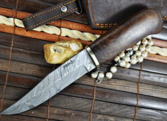 Handcrafted Hunting Knife With Damascus Steel Blade