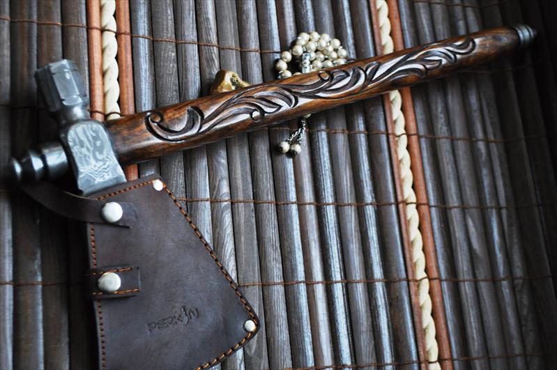 Tomahawk Axe with Beautiful Walnut Hatchet