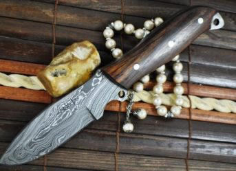 CUSTOM HANDMADE DAMASCUS HUNTING KNIFE - BEAUTIFUL CAMPING KNIFE - FULL TANG-AR1012