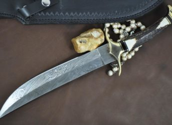 CUSTOM HANDMADE DAMASCUS BEAUTIFUL BOWIE KNIFE WITH STAG HANDLE