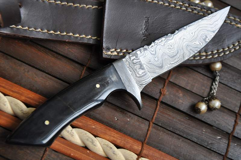 https://i0.wp.com/perkinknives.com/wp-content/uploads/2016/12/damascus-hunting-knife-with-file-work-in-spine-perkins-english-handmade-knives-385-p.jpg