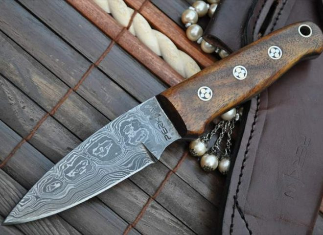 DAMASCUS HUNTING KNIFE WITH SHARPENER AND SHEATH BEAUTIFUL BUSHCRAFT KNIFE