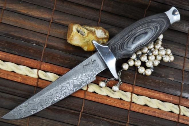Damascus Steel Hunting Knife With Leather Sheath