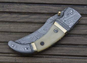 Folding Hunting Knife - Damascus Steel Blade