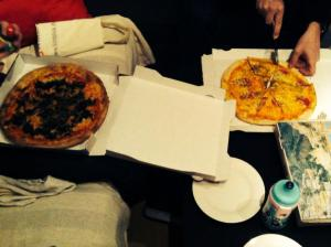 Familien-pizza-gelage