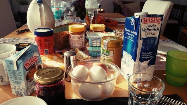 Ein leckeres Frühstück mit der Perle, dem Perlenopa und der Perlenoma.