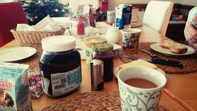Frühstück mit der Perlenoma und dem Perlenopa.