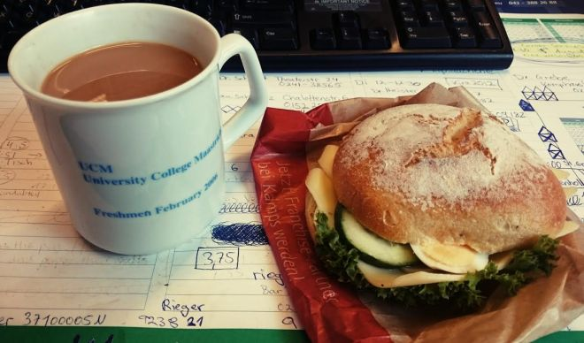 Büro-Frühstück.