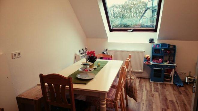 Die große Küche mit unserem neuen Küchentisch <3