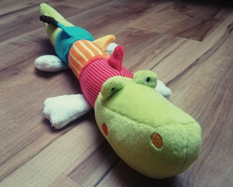 spielzeug-krokodil-babyfehn