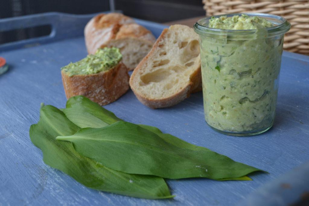 Bärlauch Hummus mit Feta