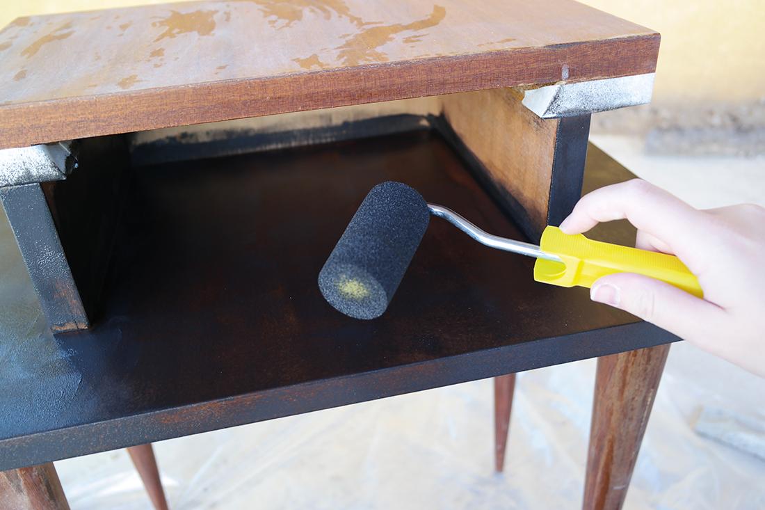 repeindre table de chevet relooker une table de nuit en pin 28 images table de chevet. Black Bedroom Furniture Sets. Home Design Ideas