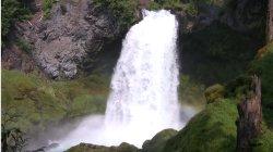 Ciekawy wodospad zielonego raju…