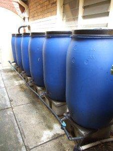 Cisterne collegate per stoccare acqua permacultura