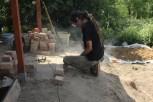 Marcin docina cegły