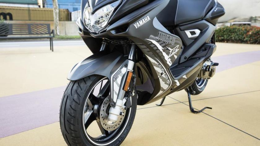 2016-Yamaha-AER50N-EU-Power-Black-Detail-006