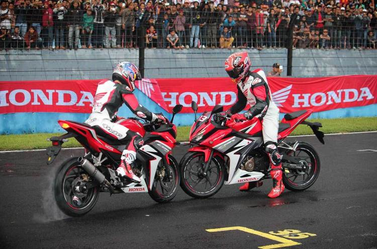 Marquez-Pedrosa-All-New-Honda-CBR150R_ori