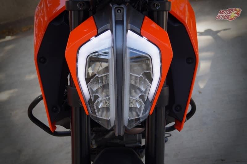 2017-KTM-Duke-390-headlamp