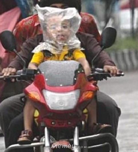 funny-bad-parents-plastic-bag-motorcycles