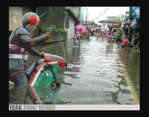 Mau Menerobos Banjir Dengan Aman? Perhatikan 4 Hal Berikut Ini