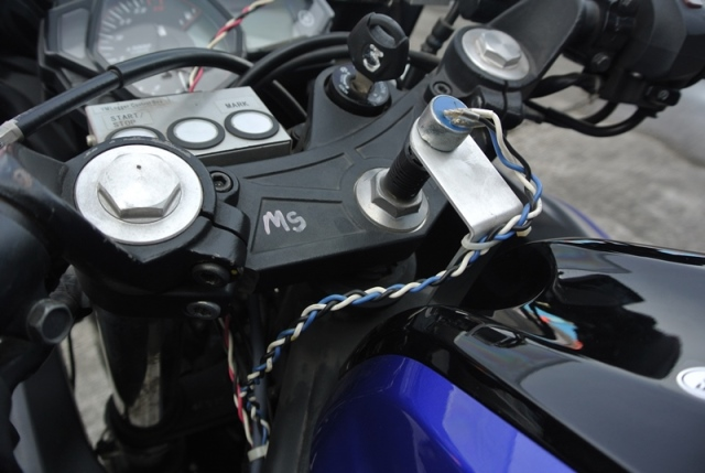 Sensor Suspensi Depan di Yamaha Riding Analyzer