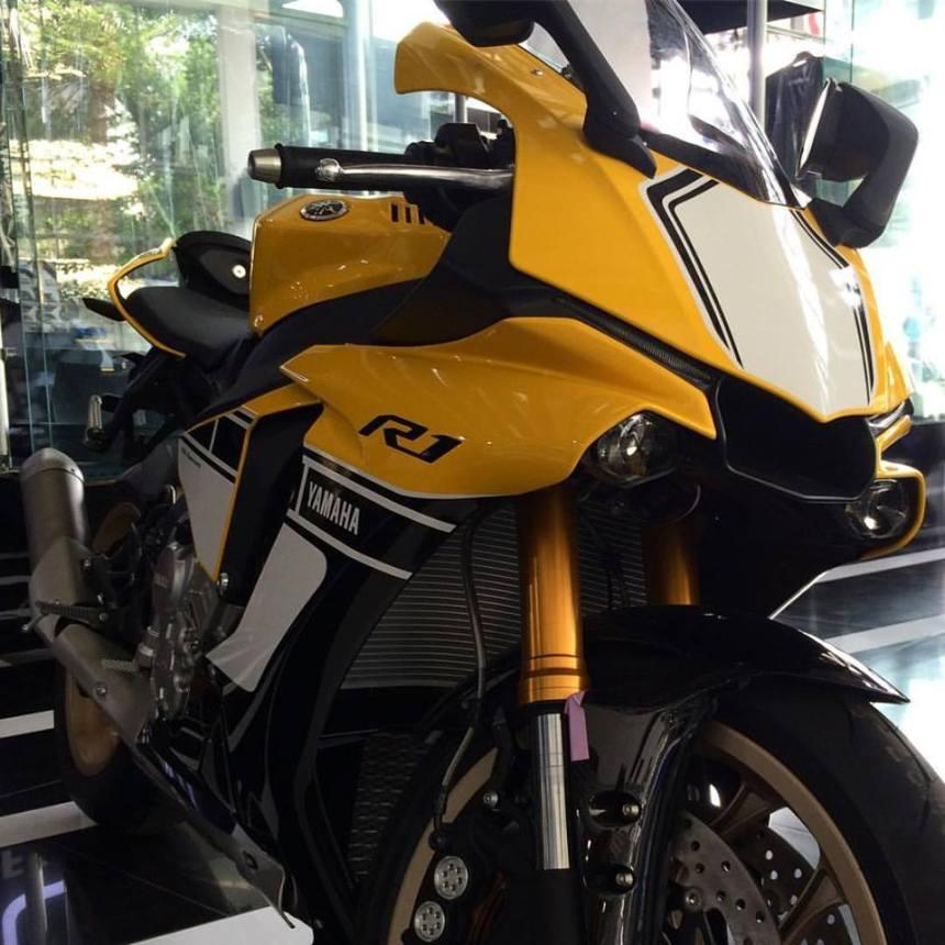 All New Yamaha R15 warna kuning mirip R1