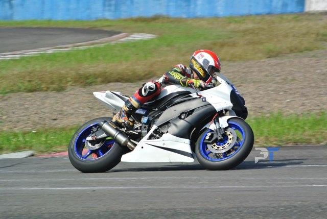 Yamaha R6 VS Yamaha R1