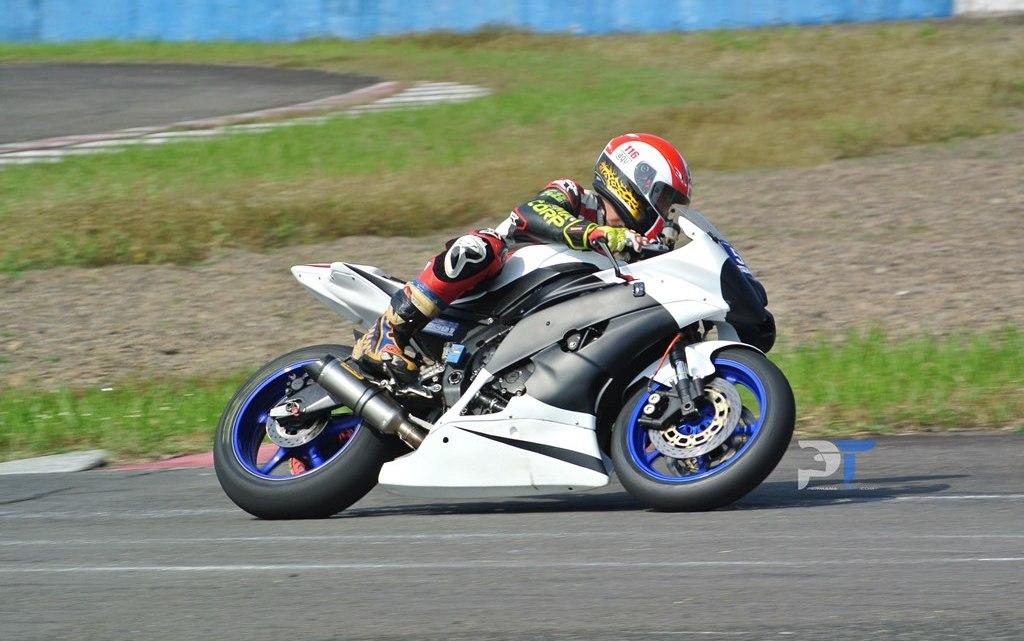 Adu Balap Yamaha R6 VS Yamaha R1 di Sirkuit Sentul, Siapa yang Menang?