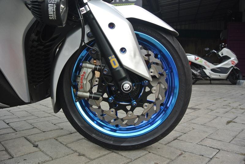 Modifikasi Yamaha XMAX 250 Pengereman Brembo