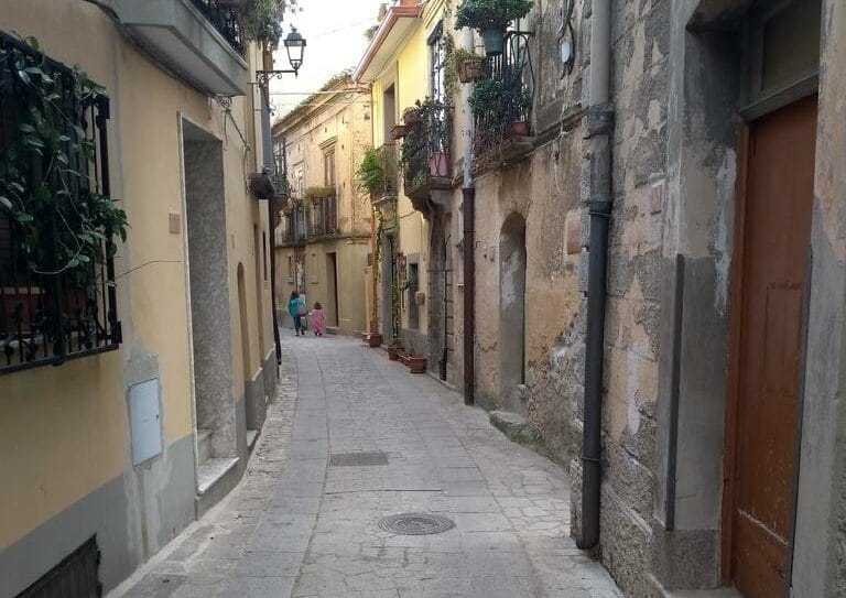 narrow winding alleys in Badolato Borgo