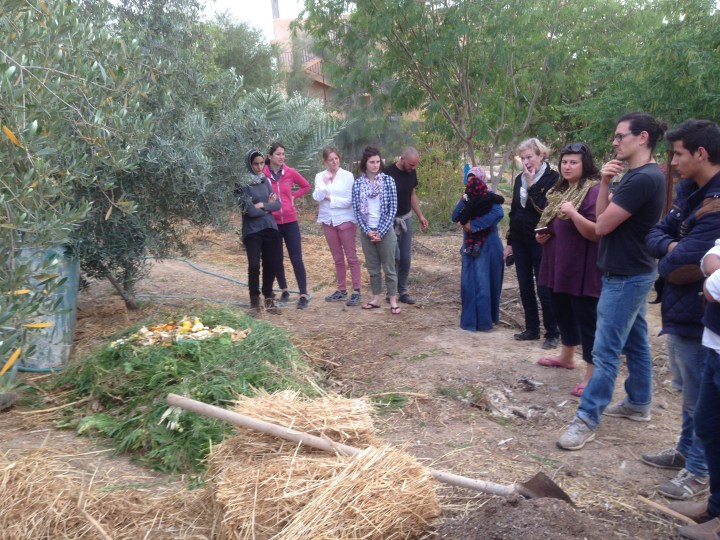 Tom Kendall shows how to make an 18 day hot compost at the PRI Jordan site in Jordan.