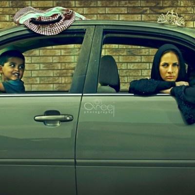 donna araba e bambino in automobile