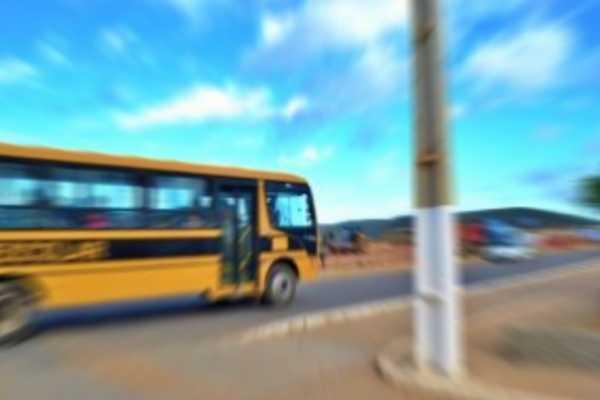 Aluno fica ferido após ônibus escolar ser apedrejado no interior de Pernambuco Pernambuco Notícias