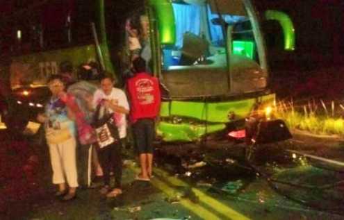 Ônibus com pacientes do TFD se envolve em acidente na BR-408 em Nazaré da Mata