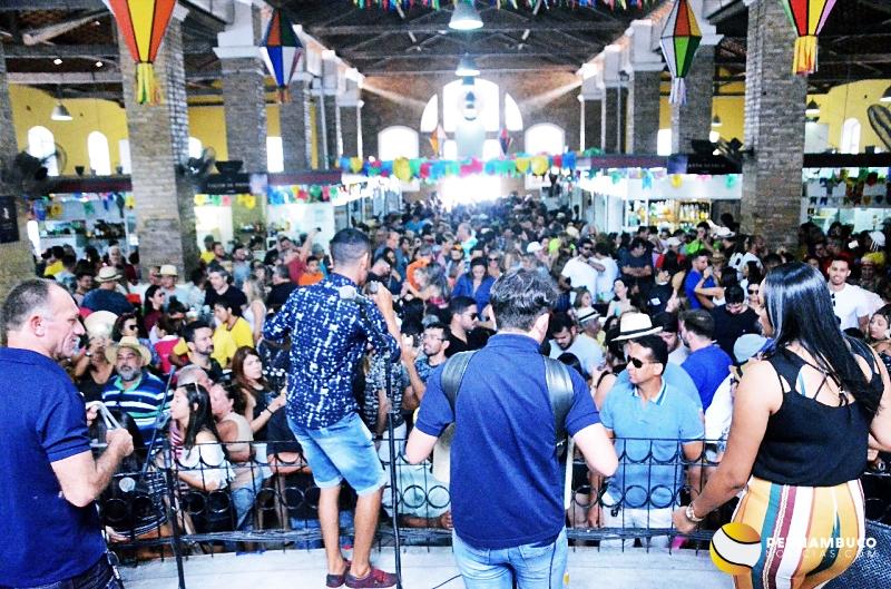 Aos montes turistas lotam Mercado Cultural de Gravatá; veja as fotos