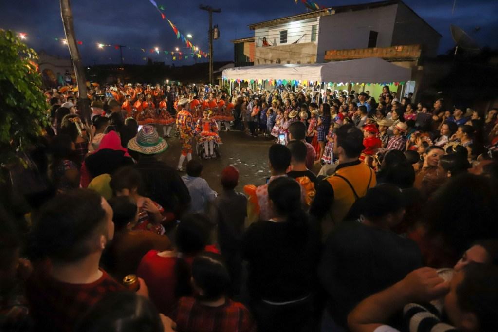 GRAVATÁ: Dia de São João é celebrado com apresentações do São João Comunitário