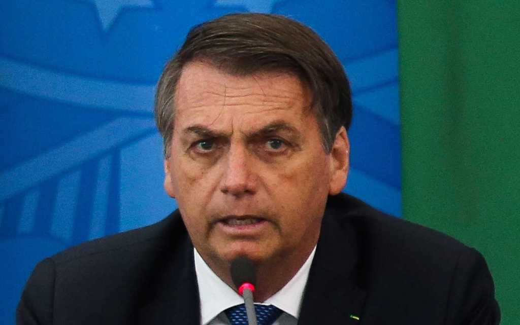Bolsonaro ameaça não pagar benefícios de idosos e pessoas com deficiência