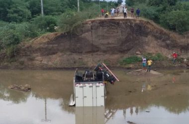 Sem perceber ponte quebrada motorista e passageiro de caminhão baú morre na PE-545