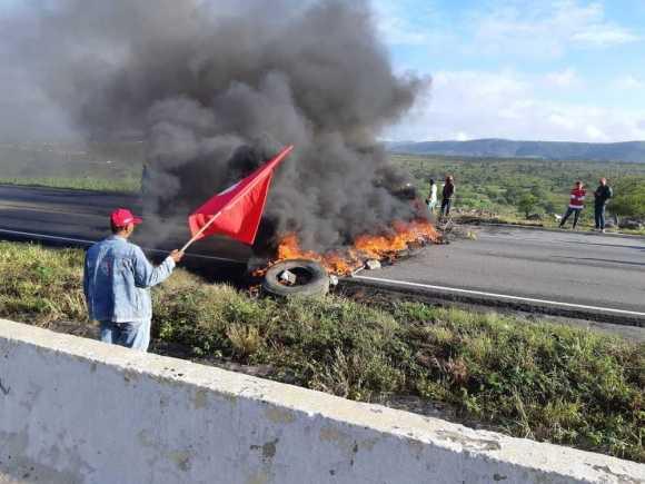 Manifestantes bloquearam BR-232 em diferentes pontos de Pernambuco Pernambuco Notícias
