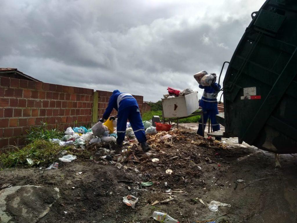 Após denúncia no PERNAMBUCO NOTÍCIAS, prefeitura de Gravatá limpa ruas do bairro Porta Florada