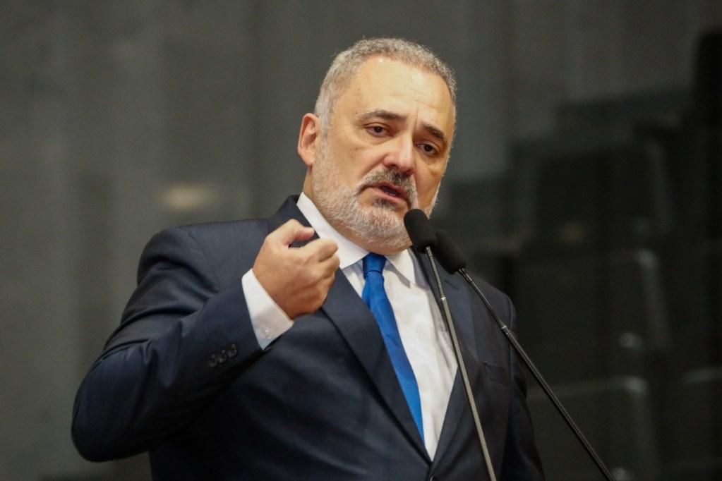 Marco Aurélio divulga nota em apoio à delegada Patrícia Domingos