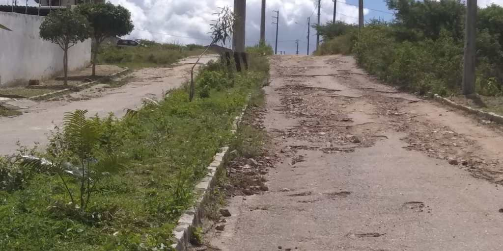 """Gravatá: moradores do Riacho do Mel se sentem """"abandonados"""" pela gestão municipal"""