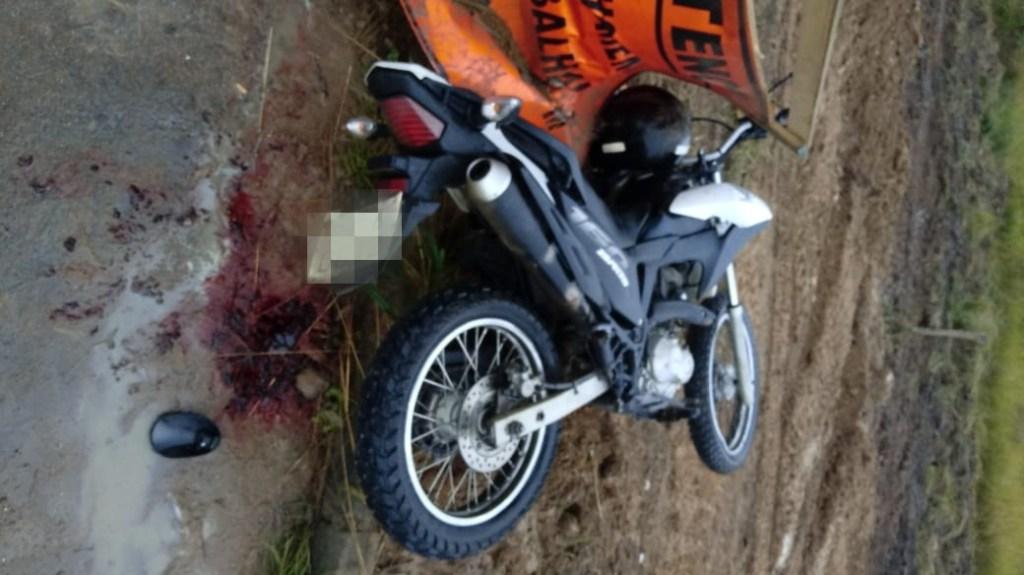 Bonito: Jovem de 17 anos morre após bater moto em placa de sinalização