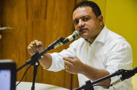 ÁUDIO: Em entrevista no rádio, presidente da Câmara de Gravatá sai em defesa do governo municipal